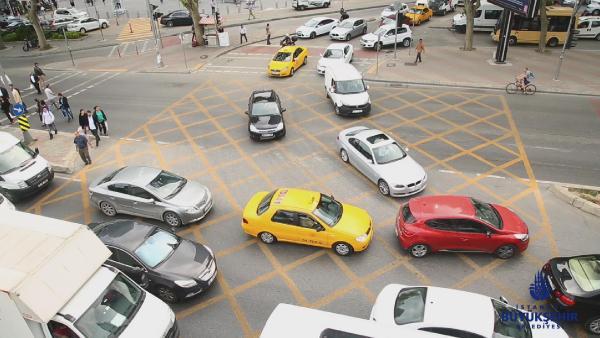 trafikte-yeni-uygulama-kavsaklara dikkat 1