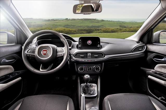 Fiat-tipo-Egea-Hatchback-kokpit